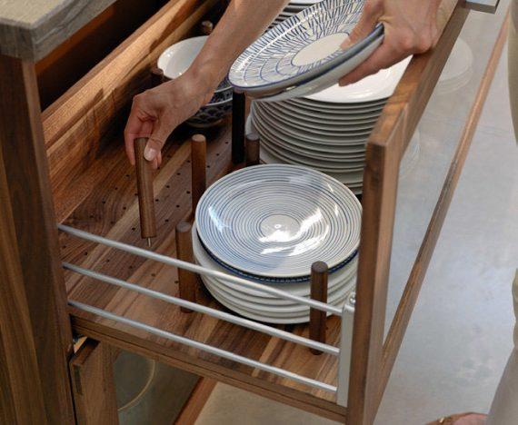 Ladenzug mit Metallreling